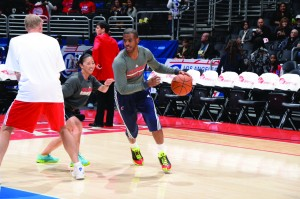Nakase guards Clippers point guard and NBA All-Star Chris Paul (left) during a warm-up session at Los Angeles' Staples Center. Photo by Andrew D. Bernstein