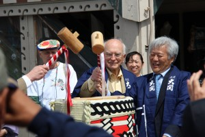 Former Monterey Mayor Dan Albert (left) and Consul General Masato Watanabe prepare break open the ceremonial sake cask. Photo by Norman Abe